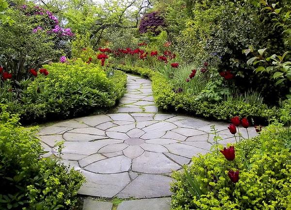 дизайн садовых дорожек из природного камня